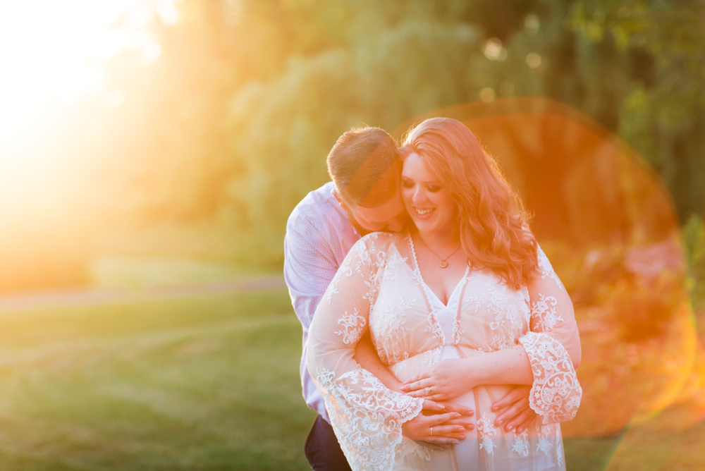 Maternity-Session-Photographer-Hamilton-Oakville-Waterfront-Golden-Hour-Glow-Photography-Moments-by-Lauren-Photo-Image-9.png