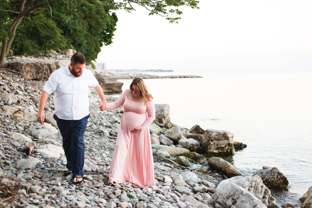 Maternity-Session-Photographer-Hamilton-Oakville-Waterfront-Golden-Hour-Glow-Photography-Moments-by-Lauren-Photo-Image-14.png