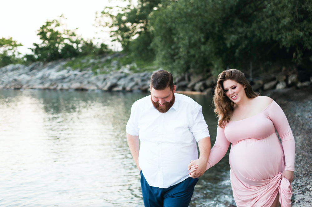 Maternity-Session-Photographer-Hamilton-Oakville-Waterfront-Golden-Hour-Glow-Photography-Moments-by-Lauren-Photo-Image-16.png