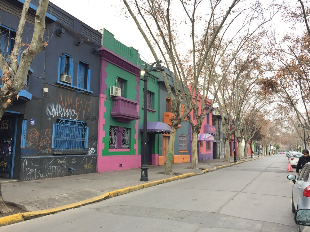 Lookit! It's an unedited, random photo of a street in Santiago that I took for no reason at all.