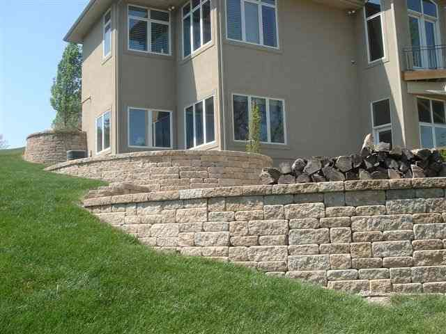 Versa Lok Weathered Mosaic Bethany Ledge 1.jpg