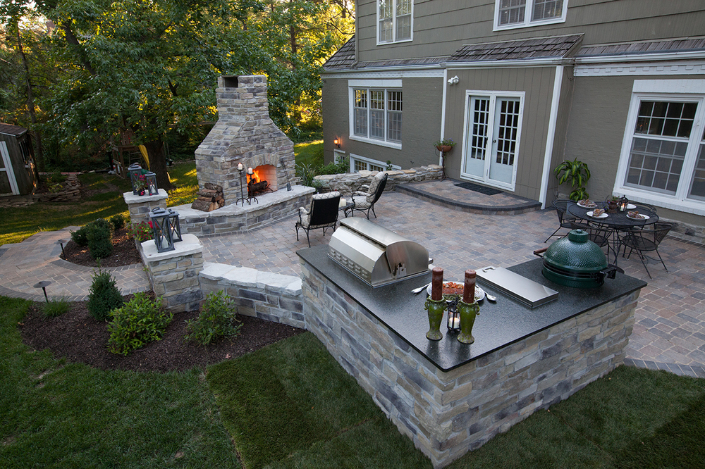 outdoor_living_romanstone_firerock_outdoor-kitchen_cultured-stone.jpg