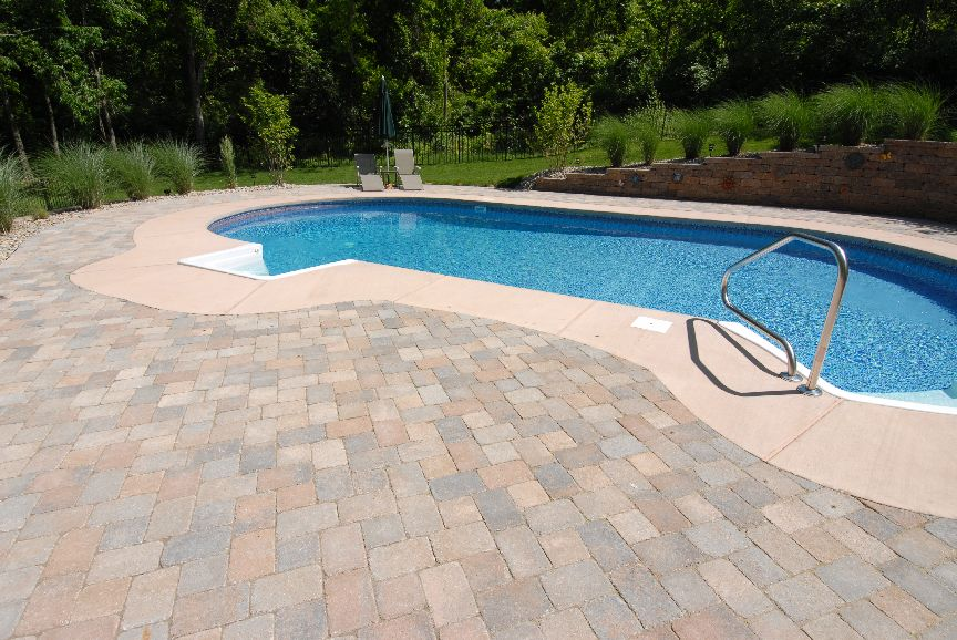 pool-decking_pavers_romanstone_timberwood-blend_bethany-ledge.jpg
