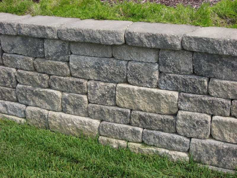 retaining_wall_VERSALOK_Weathered_Mosaic_Charcoal-Blend.jpg
