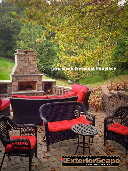 Euro-block_Freemont_fireplace_patio_outdoor-living_DIY_fireplace_romanstone_pavers.jpg