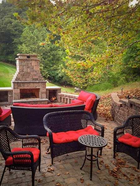 Freemont_fireplace_build-with-roman_romanstone_hardscape.jpg
