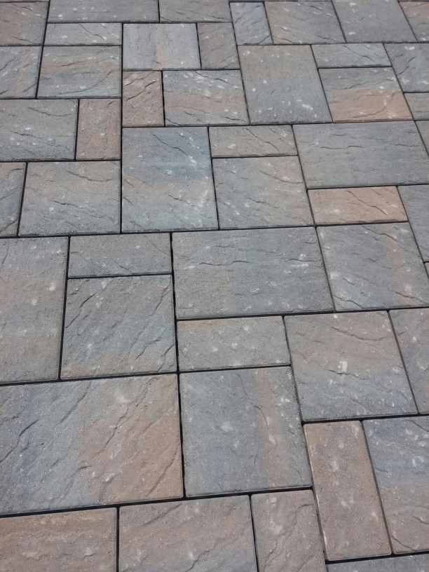 Romanstone_Chatham_Timberwood-blend_paver_patio.jpg