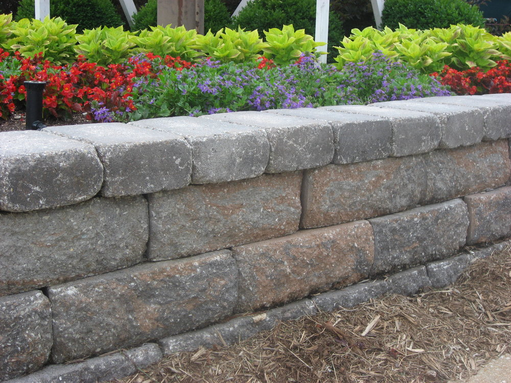 retaining_wall_block_Legacy_Rustic_timberwood-blend_euro-block.JPG
