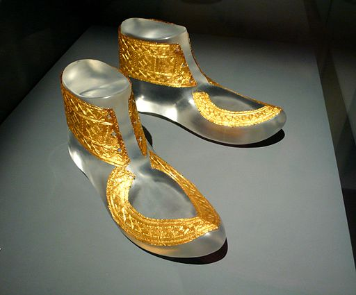 Gold shoe trimmings found in the Hochdorf tomb in Germany. Photo by Rosemania (http://www.flickr.com/photos/rosemania/4120473429) [CC BY 2.0 (http://creativecommons.org/licenses/by/2.0)], via Wikimedia Commons