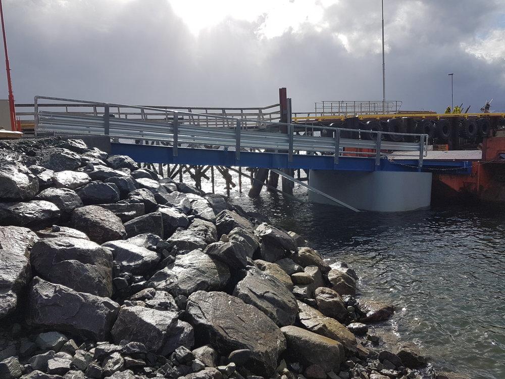 Flytende Ferjekaibru - Bilde fra Altenes1 av 4 Levert til Finnmark Fylkeskommune