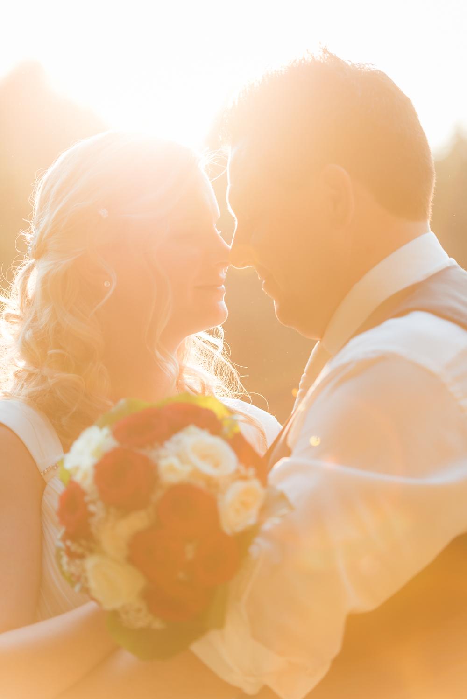 Hochzeitspaar im Sonnenuntergang