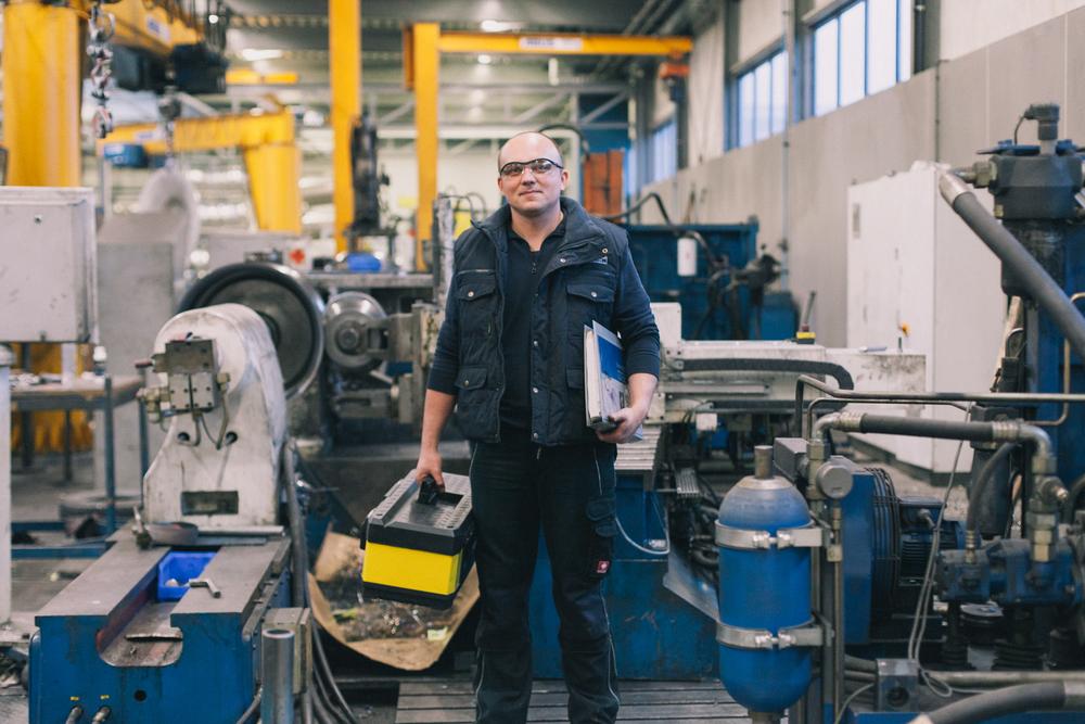 hydraulische monteur in de vestiging in Dronten.jpg
