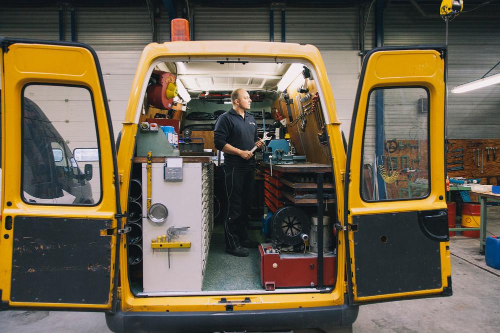 mobiele hydrauliek specialist in de werkplaats van HSD