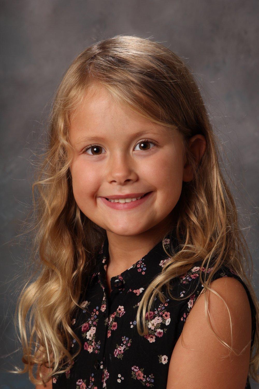Julia 6 år på skolans fotodag