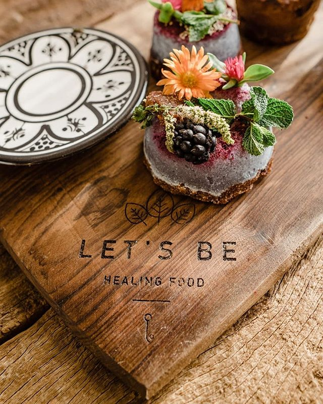 There's a lovely little spot right up the street from us that has amazing food and drinks. Make sure to check it out next time you're around. It's called @letsbecafe 😊🖤