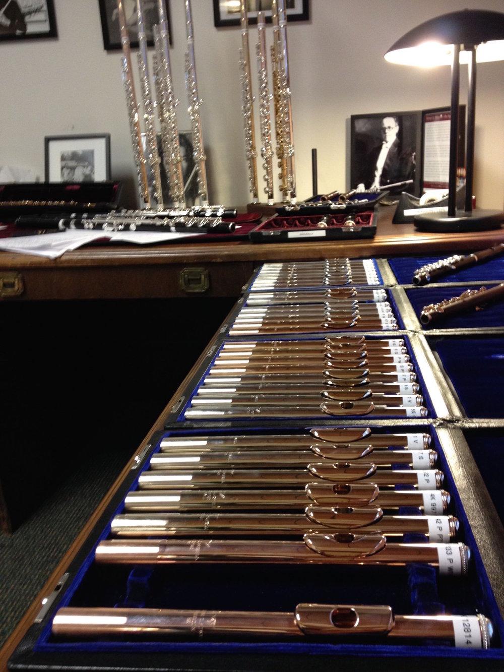 A sala de experimentar flautas na fábrica da Powell em Boston—estará em Lisboa Domingo, dia 16!