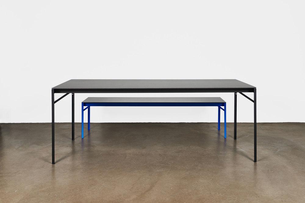 Tisch und Bank von Jonas Hansen