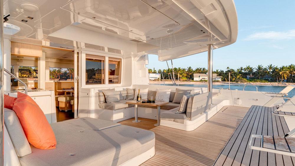 Lagoon-Catamaran-52-Deck.jpg