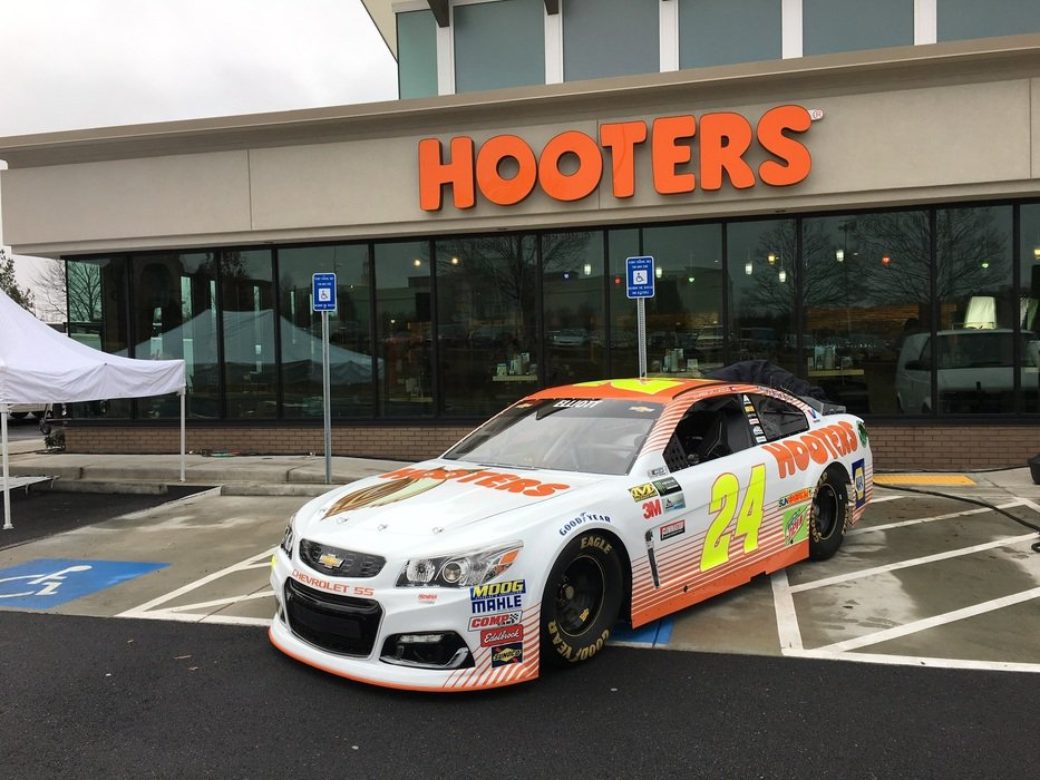 2016 Rookie of the Year Chase Elliott has formed a partnership with Hooters for the next two seasons. Image via racingnews.co