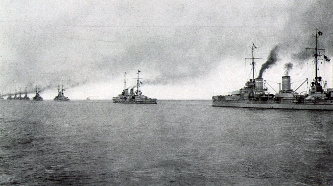 Battleships of the Hochseeflotte (German Navy), 1917. Wikimedia Commons.