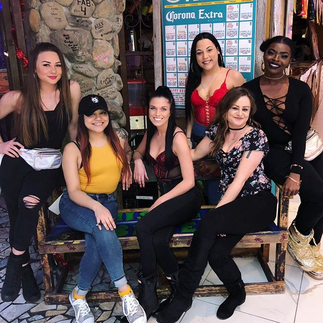 What better way to spend your Valentines night than with these girls serving you your favorite drinks? 🍾 Come celebrate with us🖤💘 #valentines #antivalentines #drinkspecials #margaritas #mexicanfood