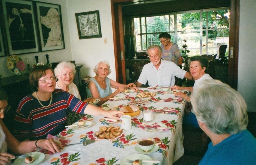 Refeição dos idosos na Stacey House