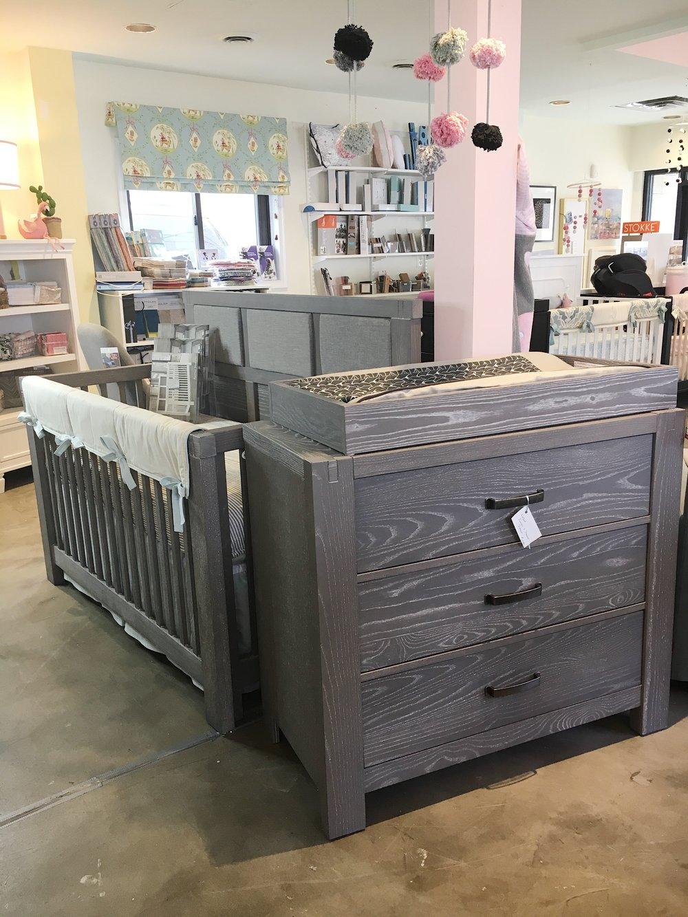 Natart Rustico Crib & Dresser