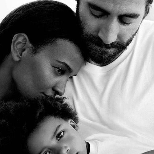 Who else is loving Jake Gyllenhaal and Liya Kebede as a couple in this new ad for Calvin Klein Eternity?⠀ .⠀ .⠀ .⠀ .⠀ .⠀ #multiracial #multiethnic #multicultural #mixedgirl #mixedwoman #mixedrace #mixed #mixedchicks #mixedbabies #mixedhair #fashion #fashionblogger #biracial #eurasian #hapa #creole #losangeles #CA #perfectlyblended #mommyblogger #multiracialmedia #swirlnation #interracialcouples #interracialfamilies