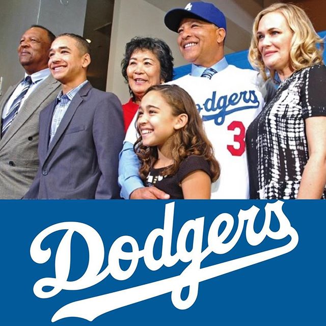 Are you watching the #WorldSeries?! Here is Dodgers manager Dave Roberts, who is biracial. He was born to a black father and a Japanese mother. He is the first MLB manager of asian descent to lead a team to the World Series. He is pictured here with his parents, wife and children. ⠀ .⠀ .⠀ .⠀ .⠀ .⠀ #multiracial #multiethnic #multicultural #mixedgirl #mixedwoman #mixedrace #mixed #mixedchicks #mixedbabies #mixedhair #fashion #fashionblogger #biracial #eurasian #hapa #creole #losangeles #CA #perfectlyblended #mommyblogger #multiracialmedia #swirlnation #interracialcouples #interracialfamilies #blasian #dodgers