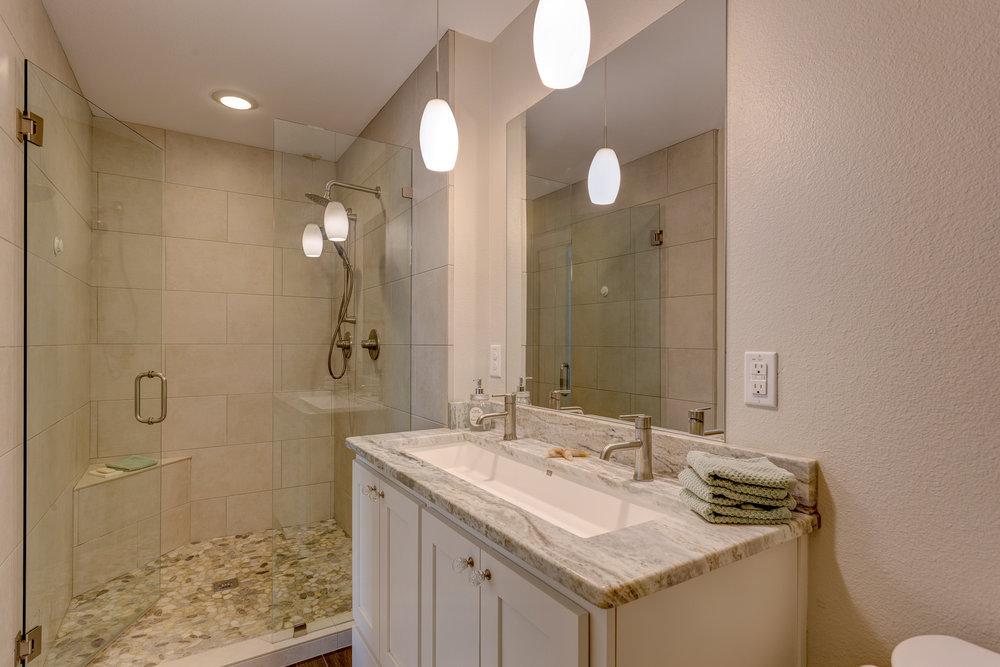 9b- master bath RealEstate-25*.jpg