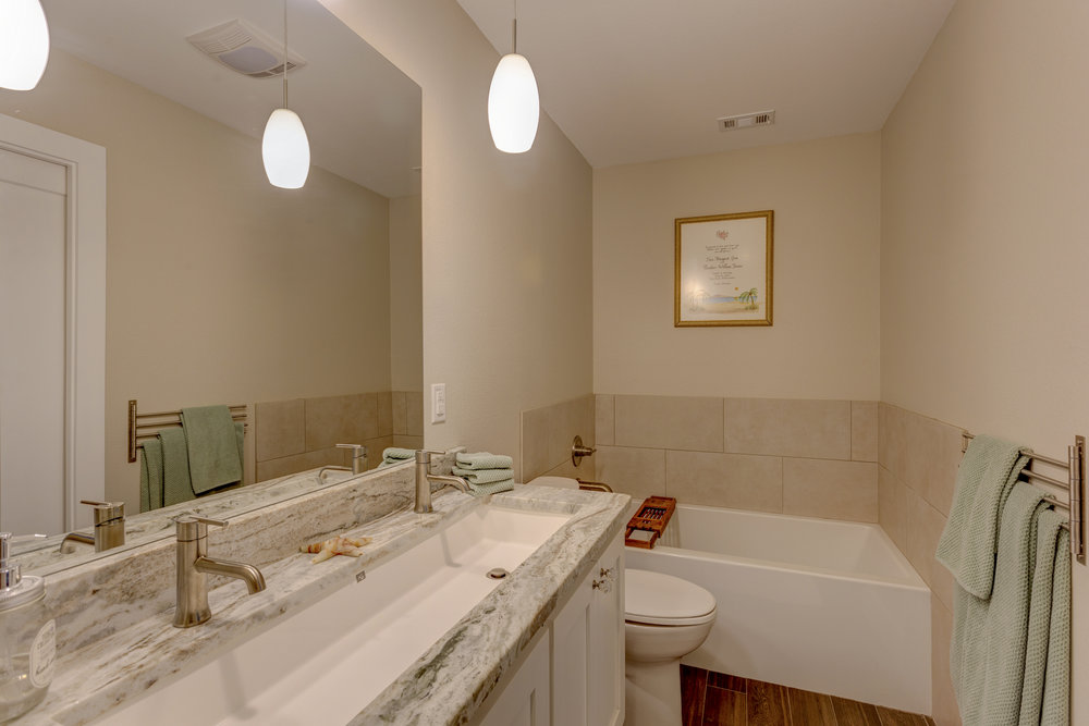 10b- master bath RealEstate-23*.jpg