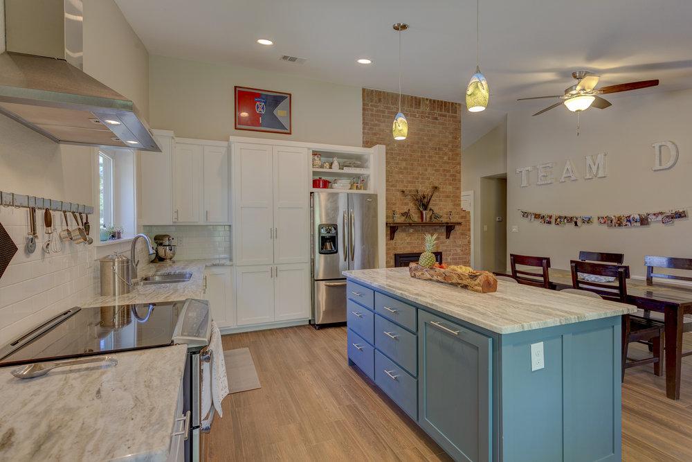 2b- kitchen RealEstate-11*NO.jpg