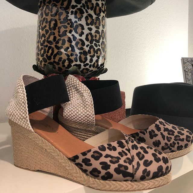Can we just take a moment to rave about these espadrilles that are oh SO comfy with a mega dose of sassy! #andreassous #comfortshoes #animalprint
