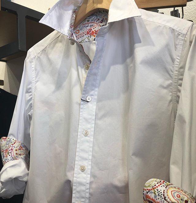 New brand!! Robert Graham for women. Shirt tail hem, classic cotton with buttoned barrel cuffs. Pretty eye catching fabric on the inside. #robertgraham