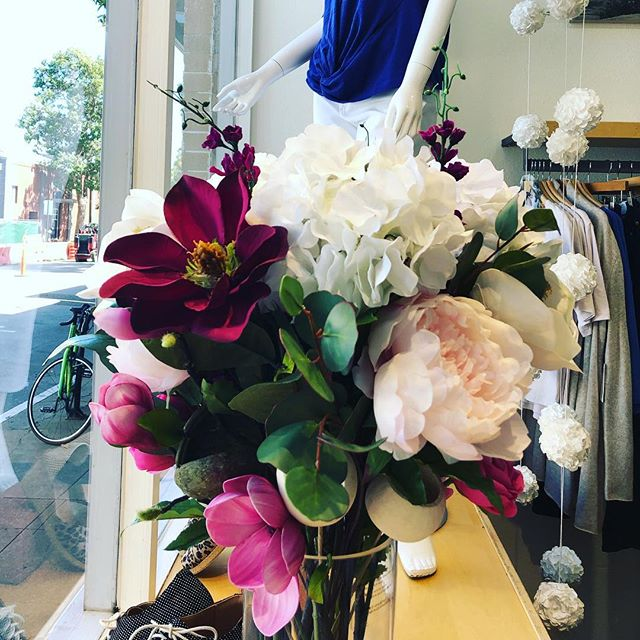 Our talented Linda Lee created some spring heaven for us all. Peek in the window to get a glimpse of these beauties. 💗 #springflowers