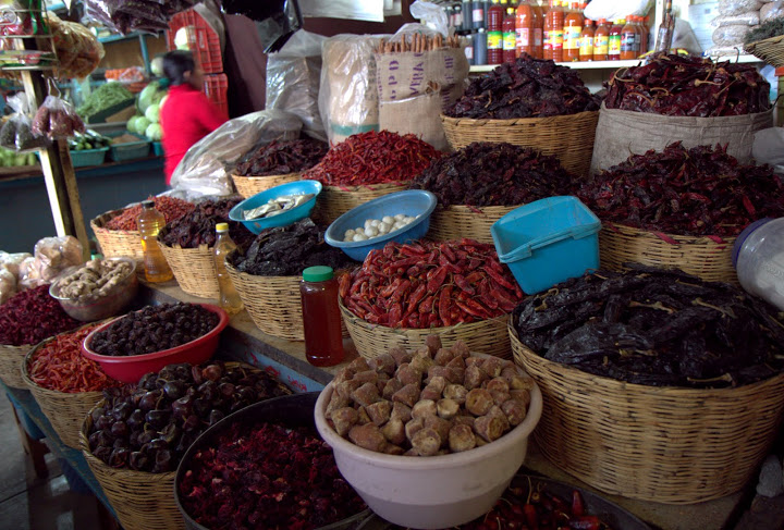 Oaxaca-Market-El-Guajillo-peppers-Virginia-Miller.jpg