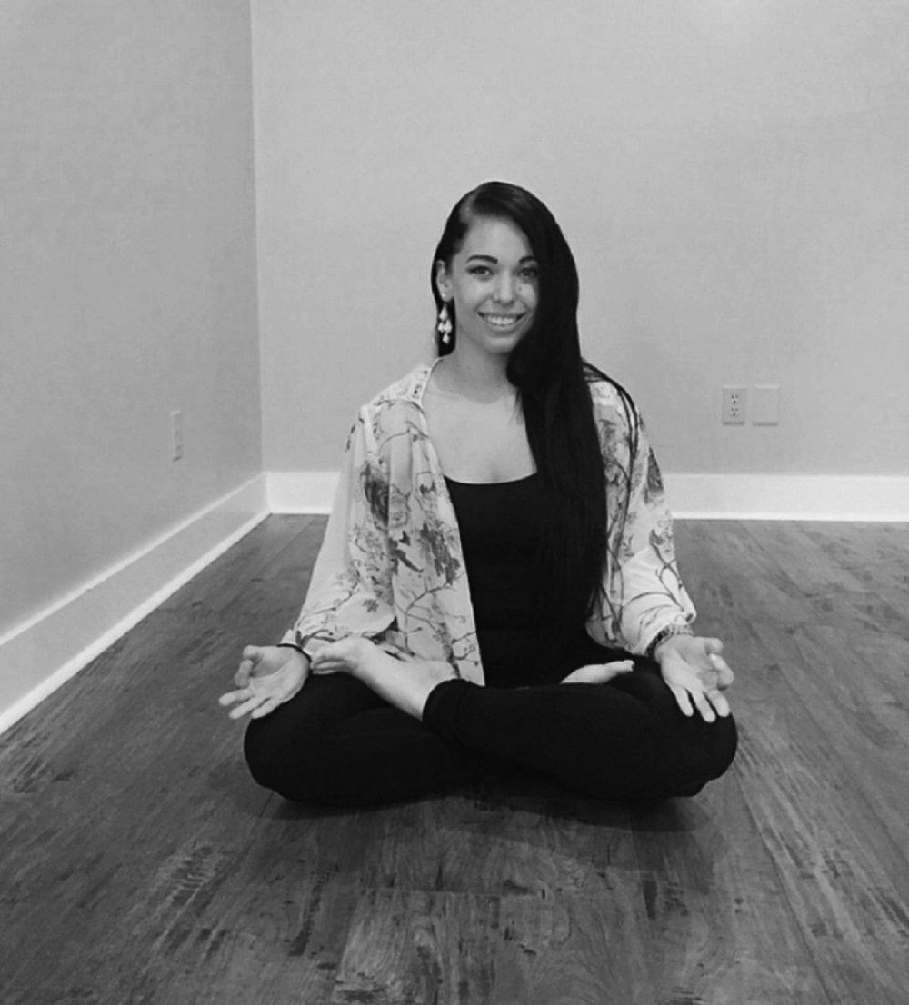 NAME :Alexis Clark LOCATION :Tampa, Florida SERVICES :∆ Private Yoga ∆ Yoga Nidra classes ∆ Workshops & Consulting for yoga teachers & studios