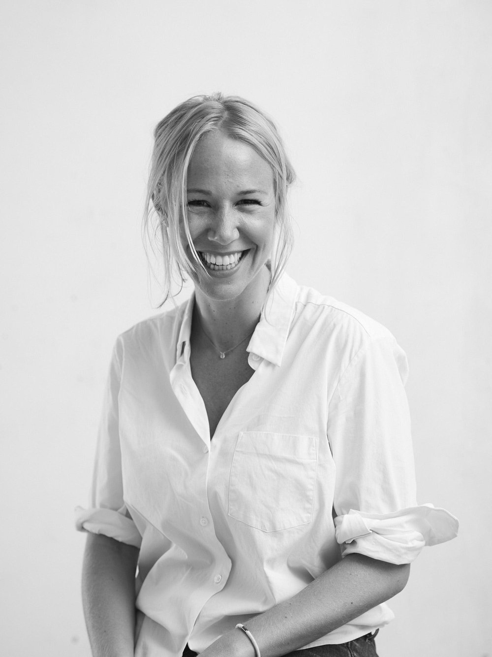 NAME : Lauren Holmes LOCATION : London, United Kingdom SERVICES :∆ Kundalini Yoga teacher ∆ Theta Healer ∆ Story-telling ∆ Content Strategy ∆ Conscious Hospitality Consulting
