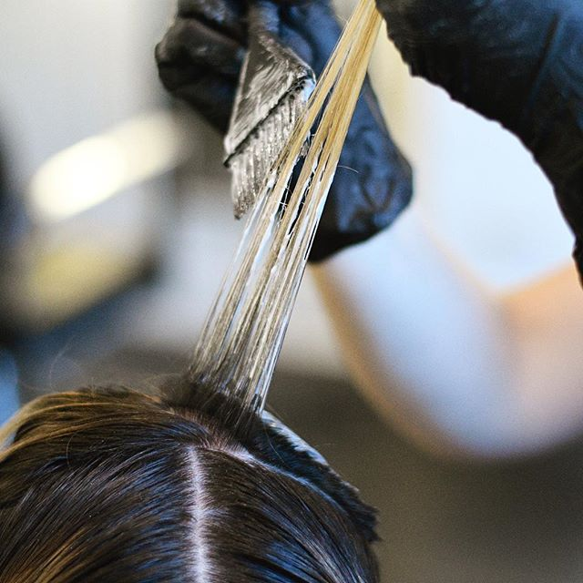 "Precision color application by @abcdaphne. We always create a custom formulation and application process for our color guests at @marinhairco . . Learn more about our modern eco friendly salon by visiting marinhairco.com. We can be reached by phone at 773-965-1615 or by clicking the ""call"" link on our profile. . . . #marinhairco#chicago#logansquare#wickerpark#bucktown#avondale#humboldtpark#chicagosalon#chicagostyle#chicagostylist#chicagohairstylist #crafthairdresser#hairstylist#hairstylistlife#davines#davinessalon#davinesofficial#donewithdavines"