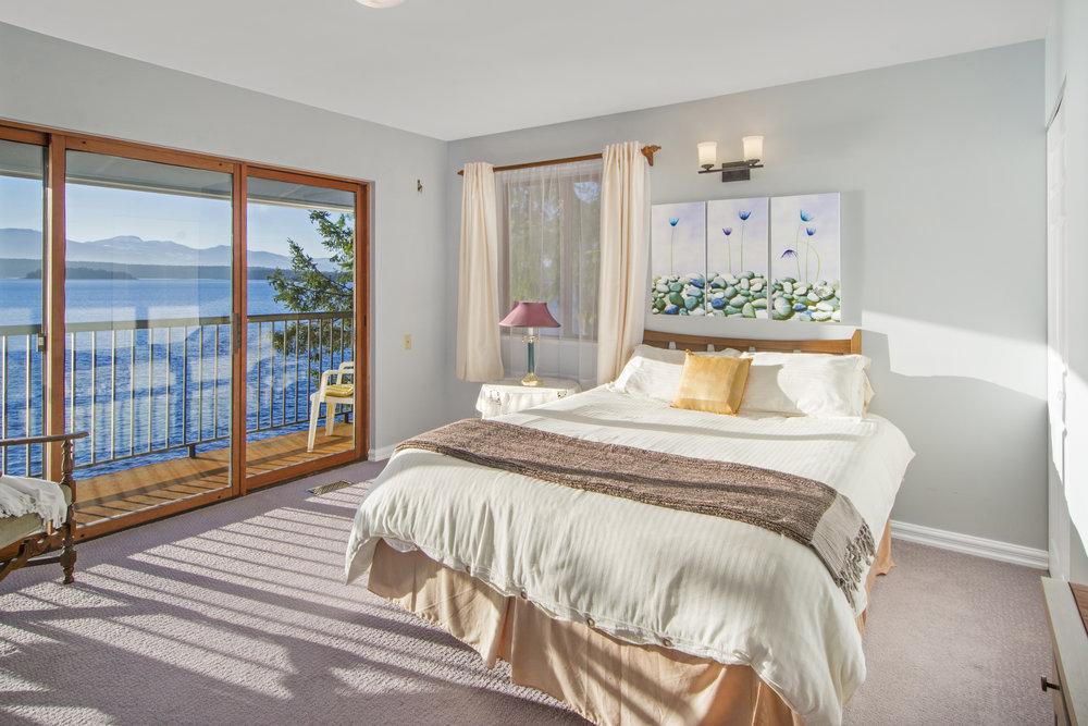 Guest Bedroom smaller.jpg