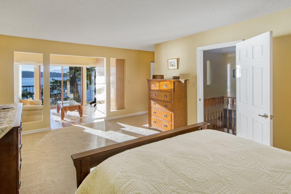Bedroom smaller.jpg