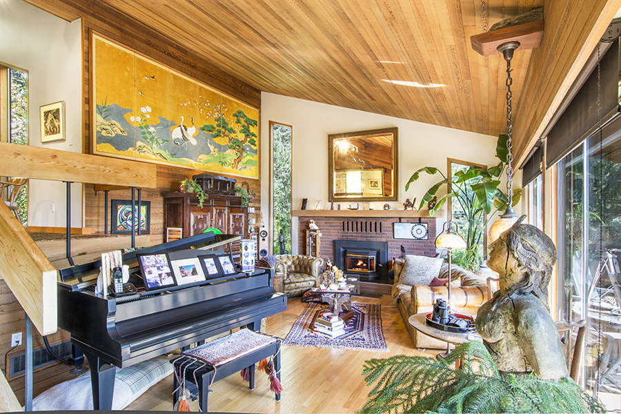 Livingroom piano view.jpg