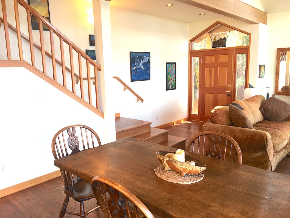 Dining room & entrance