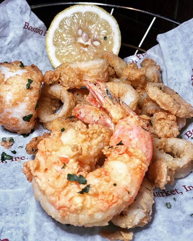 📢GIVEAWAY📢 ‼️A $50 Gift Card to spend at Illinois's largest wholesale seafood restaurant @bostonfishmarket, at their Wheeling location! ⬇️ Rules to Enter Giveaway: 1️⃣ Like this Post ❤️ 2️⃣ Follow @chipescetarian and @bostonfishmarket  3️⃣ Tag your friends (each tag = 1 entry, unlimited entries!) Winner picked on Friday 3/22 at Noon! U.S. Residents only. GOOD LUCK! . . . . . . #chipescetarian #sponsored #seafood #bostonfishmarket #wheretoeat #chicagofoodauthority #chicagogram #entertowin #giveaway #eeeeeats #chicago #chicagoeats #chicagofood #onthetable #eatingfortheinsta #devourpower #shotoniphonex #thrillist #choosechicago #starvingfoodseeker #foodie #foodstagram #forkyeah #foodpornshare #feedfeed #infatuationchi #dailyfoodfeed #eatfamous #fabfoodchicago #foodblogger