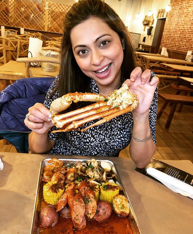 You Mess With The Crab, You Get The Claws 🦀 I got down and dirty with all the seafood at @jumbocrab_chicago at their newest Lincoln Park location and had the best time. Hope you caught my stories! . . . . . . . . . #chipescetarian #eeeeeats #chicago #chicagoeats #chicagofood #cajun #onthetable #eatingfortheinsta #chicagogram #devourpower #noleftovers #shotoniphonex #starvingfoodseeker #foodie #thrillist #foodstagram #forkyeah #crablegs #lincolnparkchicago #foodpornshare #feedfeed #tbt #infatuationchi #dailyfoodfeed #eatfamous #seafood #fabfoodchicago #foodblogger #grubzone #wheretoeat