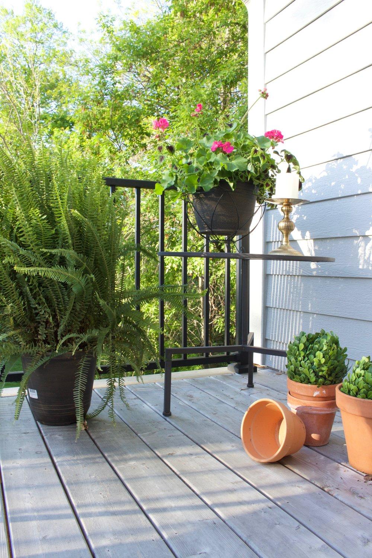 Easy Outdoor Deck Decor