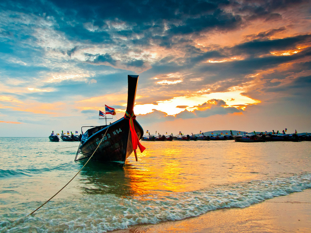 A longboat on the beach in Krabbi, Thailand. Image credit: Mikhail Koninin/Flickr