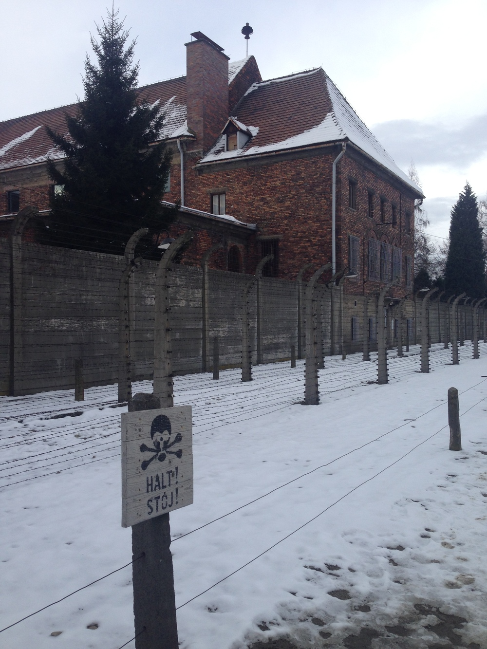 A sign reminding prisoners to proceed no further at Auschwitz I..