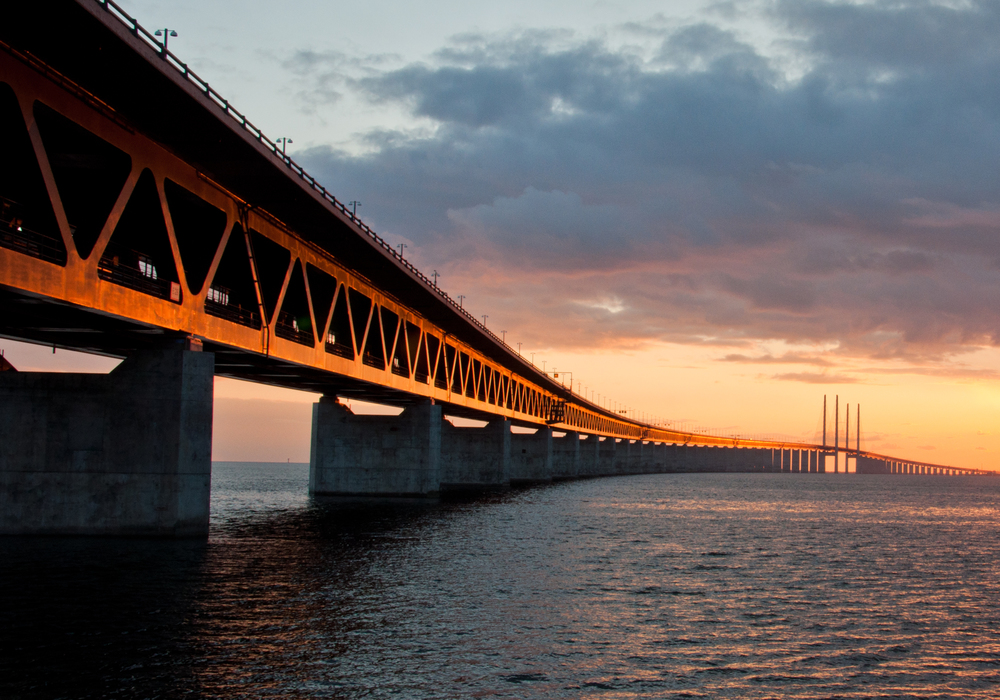 The stunning Øresund Bridge connects Copenhagen, Denmark with Malmo, Sweden. Image credit:  L.E Daniel Larsson /Flickr