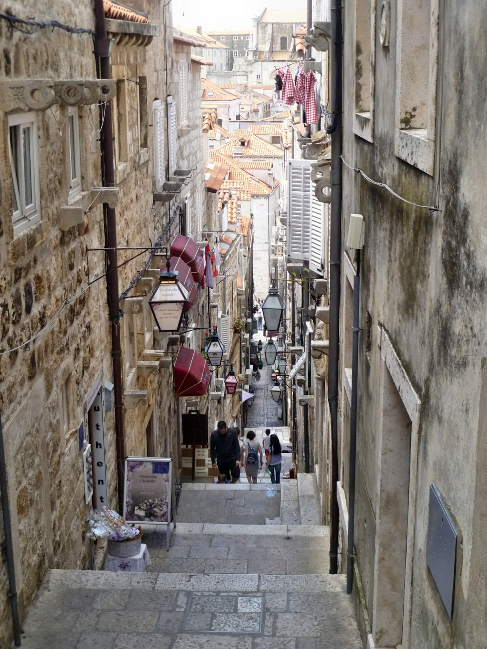 Dubrovnik has a network of backstreets that house some of the most atmospheric restaurants and bars in the city. Image credit:  JoJan / Creative Commons